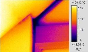 Gebäudethermografie eines Dach-Fensteranschlusses in Wohnhaus in Hof