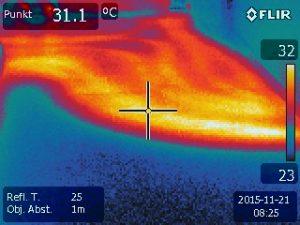 Gebäudethermografie zur Untersuchung der Rohrverlegung von Fußbodenheizungen in Hof