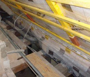 Anschluss der Dampfbremse an Dachstuhl bei Luftdichtigkeitsmessung