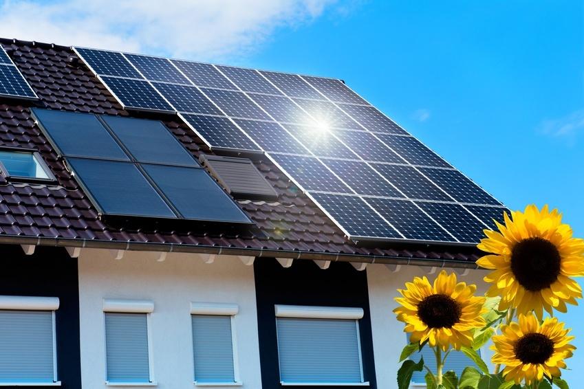 Neubauplanung Dach mit Solarzellen Passivhaus mit Solar- und PV-Anlage, Neubauplanung, Energieberater, Nürnberg, Hof, Erlangen