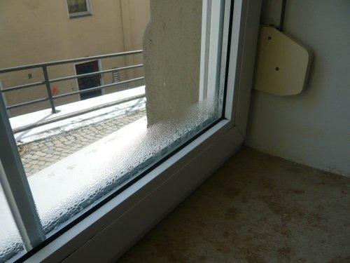 Feuchte auf Fenster Anschluss der Dampfbremse Blower Door Messung verfaulter Dachstuhl, Leckage in Dampfbremse, Energieberater Nürnberg, Hof Erlangen