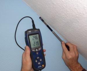 Leckagenortung mit Thermoanemometer bei der Gebäudethermogfrafie
