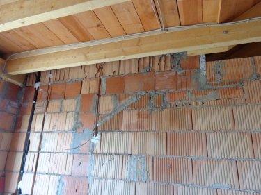 Wandschlitze in Mauerwerk, Undichtigkeit des Folienanschlusses in der Luftdichtung, Energieberater Hof Erlangen, Nürnberg Fürth, Selb