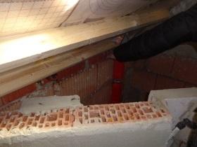 Luftdichtigkeitsschicht fehlt am Außenmauerwerk. Energieberater Luftdichtheitsmessung