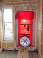 Blower Door Test, Gebläse in Haustüre, Zertifizierter Prüfer Energieberatung Hof, Nürnberg